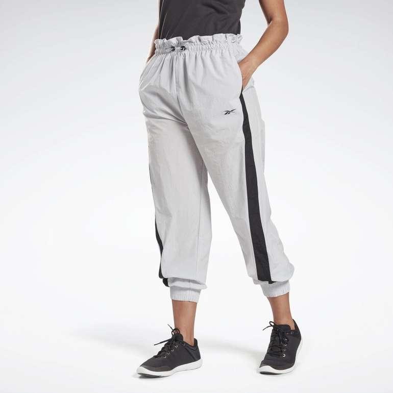 Reebok Damen Studio High Intensity Hose in 2 Farben für je 25,98€ inkl. Versand (statt 45€)