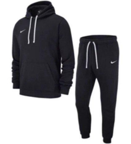 Nike Freizeitanzug Team Club 19 (Kapuzenpullover + Hose) für 40,95€ inkl. Versand (statt 56€)