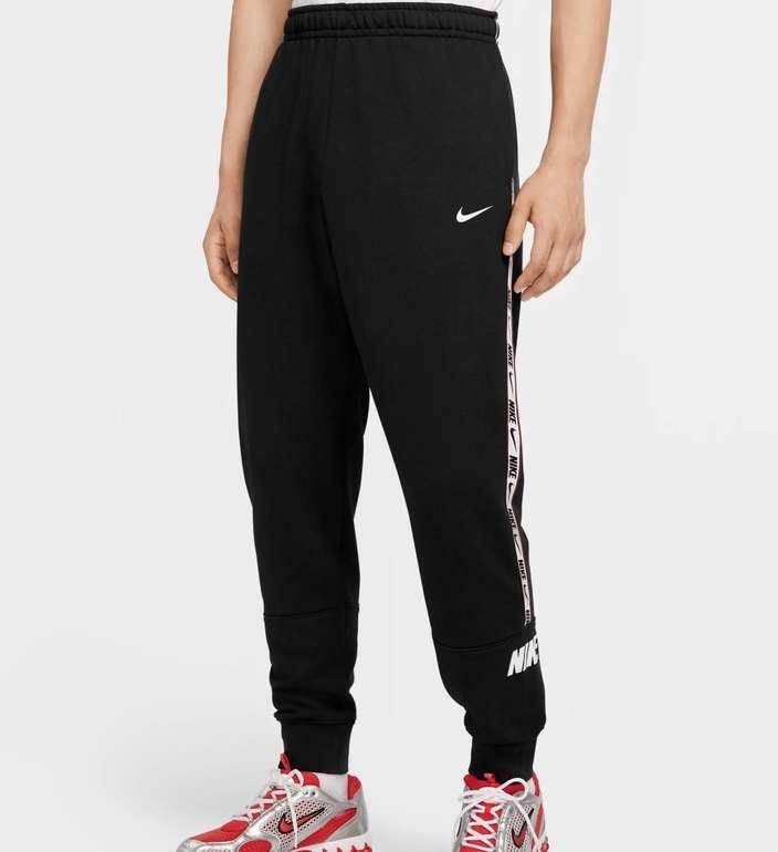 "Nike Sportswear ""M NSW Repeat"" Jogginghose für 36,38€ inkl. Versand (statt 48€) - Nike Membership!"