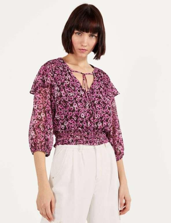 Bershka Bluse mit Blumenprint & Volants in 2 Farben für je 7,84€ inkl. Versand (statt 24€)