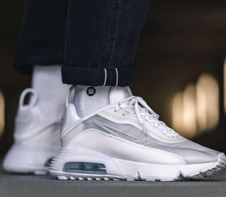 Nike Air Max 2090 Herren Sneaker in Platinum Weiß für 62,98€inkl. Versand (statt 89€) - Nike Membership!