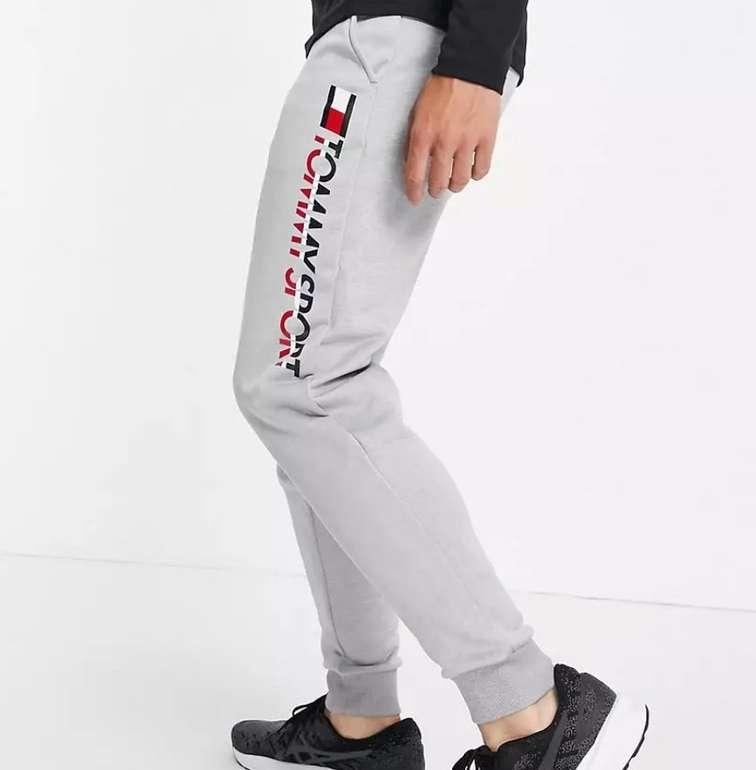 Tommy Hilfiger Jogginghose aus Fleece mit Logo für 38,36€ (statt 62€) - ASOS Neukunden!