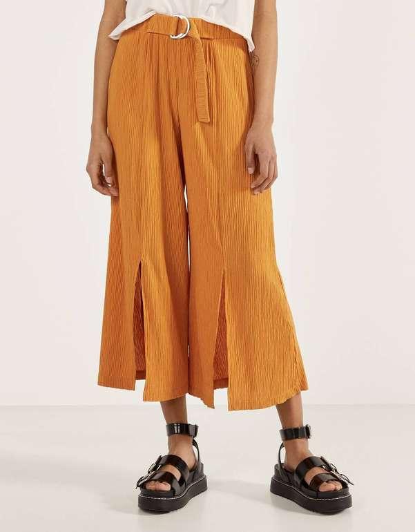 Bershka Hose mit weitem Bein in 2 Farben für je 9,79€ inkl. Versand (statt 17€)