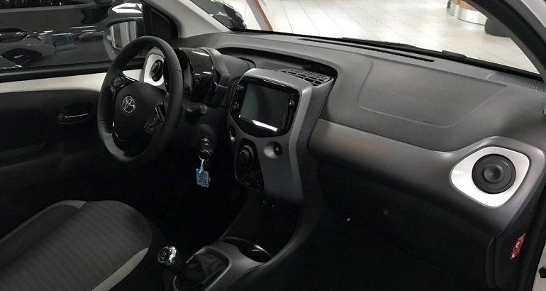 Toyota Aygo 1,0 x-play club Leasing 2