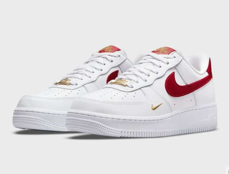 Nike WMNS Air Force 1 '07 Essential in Weiß/Rot für 99,99€ inkl. Versand (statt 110€)