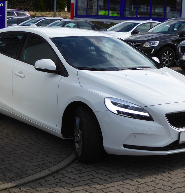 Gewerbe Leasing: Volvo V40 T3 Momentum + 10.000km für 105,91€ mtl. (LF: 0,33)