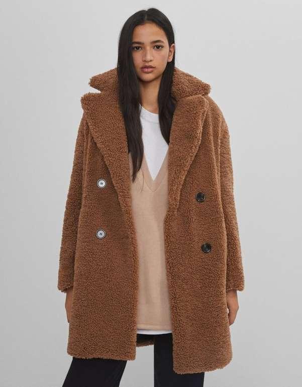Bershka zweireihiger Mantel mit Lammfellimitat in 2 Farben für je 35,08€ inkl. Versand (statt 60€)