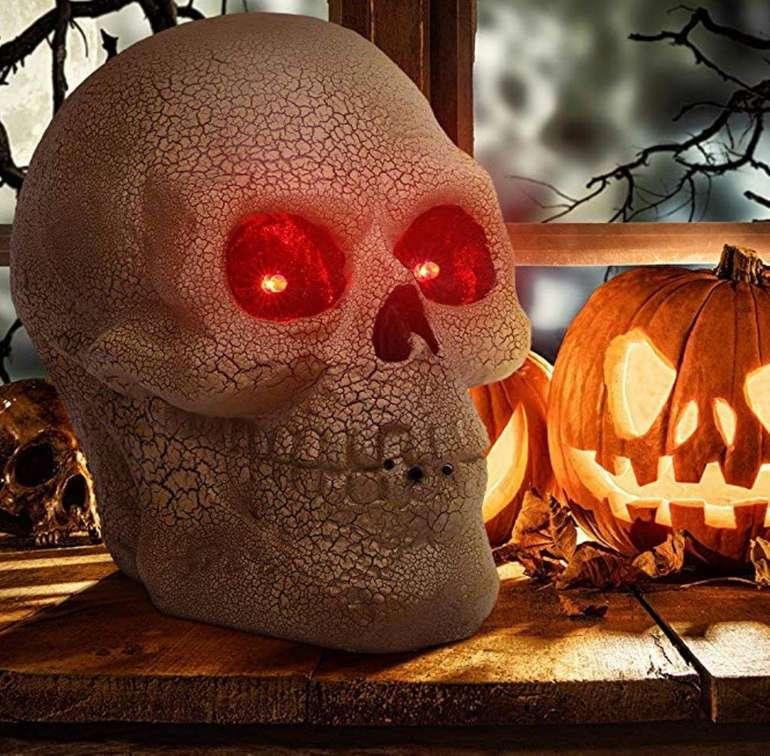 Ousfot Halloween Deko Totenkopf aus Kunststoff mit LED Sprachsteuerung für 14,40€