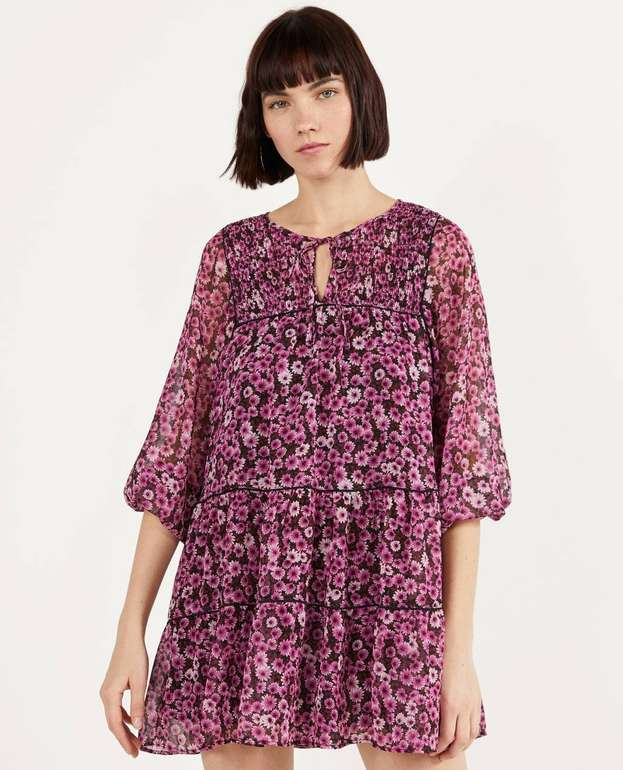 Bershka Geblümtes Babydoll-Kleid für 13,69€ inkl. Versand (statt 36€)