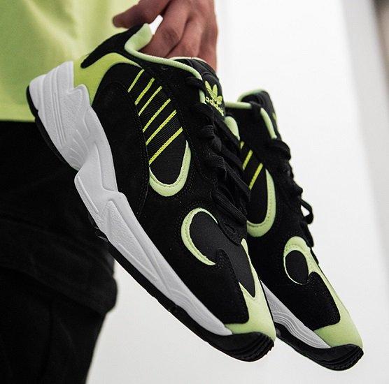 adidas Yung 1 Herren Sneaker für 45€ inkl. Versand (statt 55€)