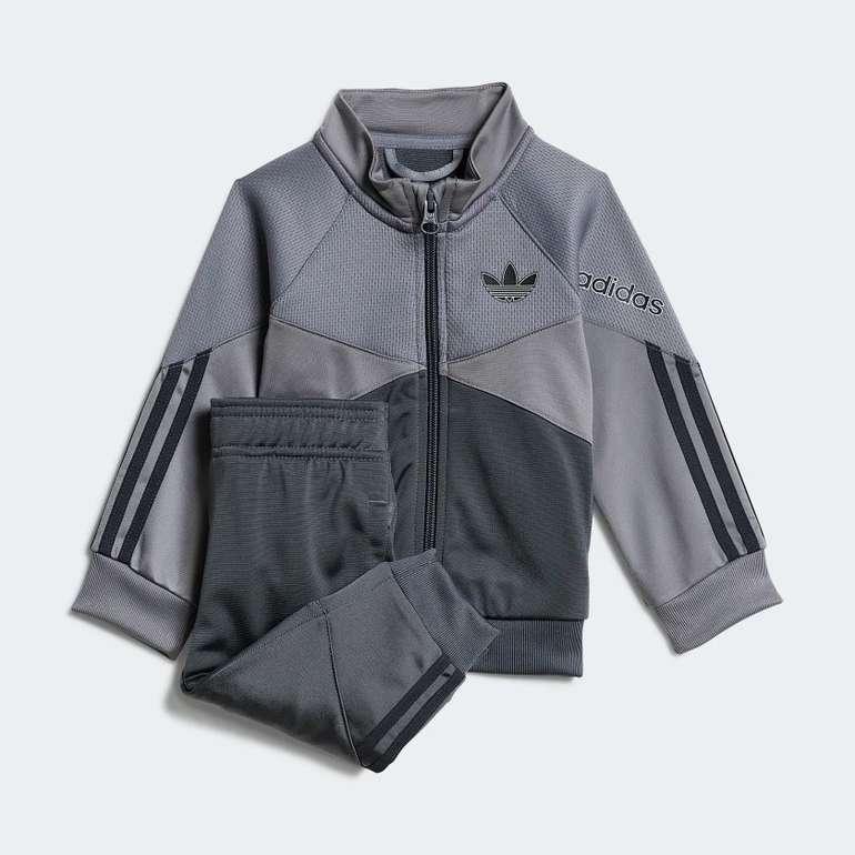 Adidas Originals SPRT Baby/ Kinder Trainingsanzug für 31,50€ inkl. Versand (statt 45€)