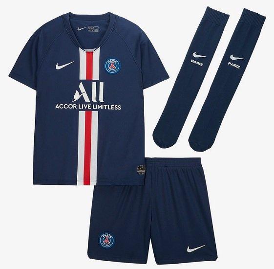 Nike Fußballtrikot-Set für jüngere Kinder (verschiedene Vereine) ab je 26,23€ (statt 47€) - Nike Plus!