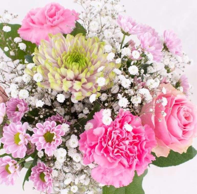 """Blumenstrauß """"Pink"""" mit Nelken, Rosen und einer großen Chrysantheme für 19,90€ inkl. Versand"""
