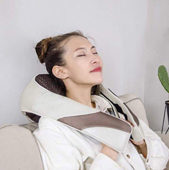 Elektrisches Aront Shiatsu Schulter und Nacken Massagegerät mit Wärmefunktion für 29,99€