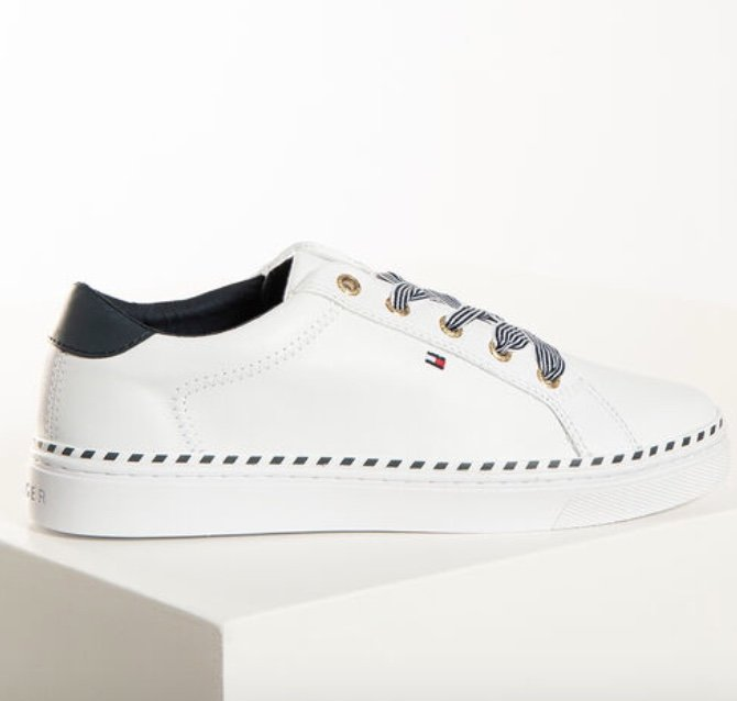 Tommy Hilfiger Sale: 25% bei Dress for Less + 10% Extra - z.B. Nautical Lace Up Sneaker für 57,52€ (statt 80€)