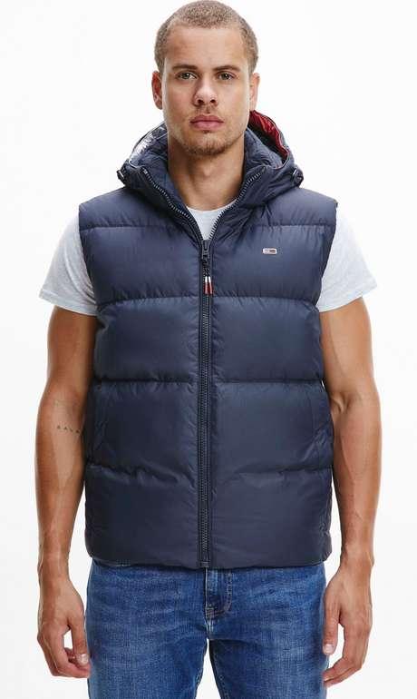 Tommy Jeans Daunenweste für 108,79€ inkl. Versand (statt 174€)