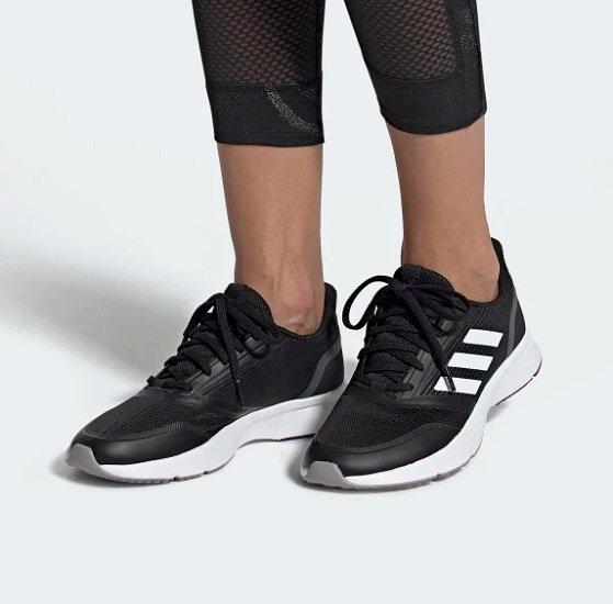 Adidas Nova Flow Core Black Damen Sneaker für 30,78€ inkl Versand (statt 46,87€)