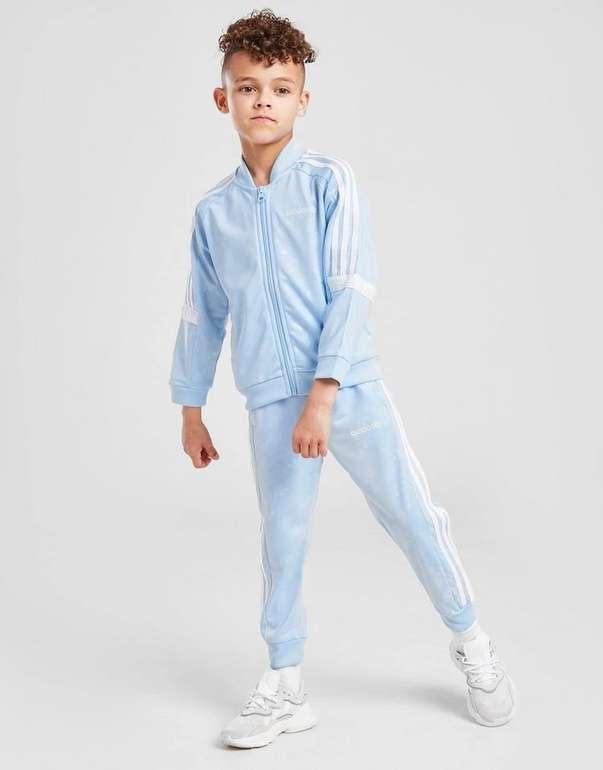 Adidas Originals Linear All Over Print SS Kinder Trainingsanzug für 38,99€ inkl. Versand (statt 59€)