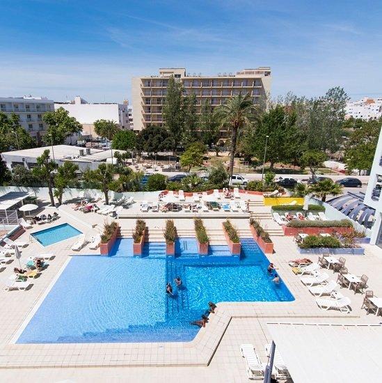 Ibiza genießen: 5 ÜN im guten 3* azuLine Hotel Pacific inkl. Halbpension, Transfer + Flügen ab 285,64€ p.P.
