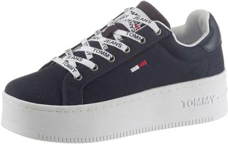 Tommy Jeans Damen Iconic Essential Flatform Sneaker für 44,99€ inkl. Versand (statt 53€)