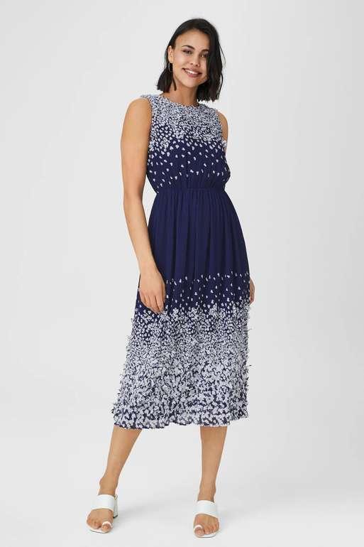 C&A: 20% Rabatt auf SALE Artikel ab MBW 39€ z.B.: Column Kleid für 55,99€ inkl. Versand (statt 70€)