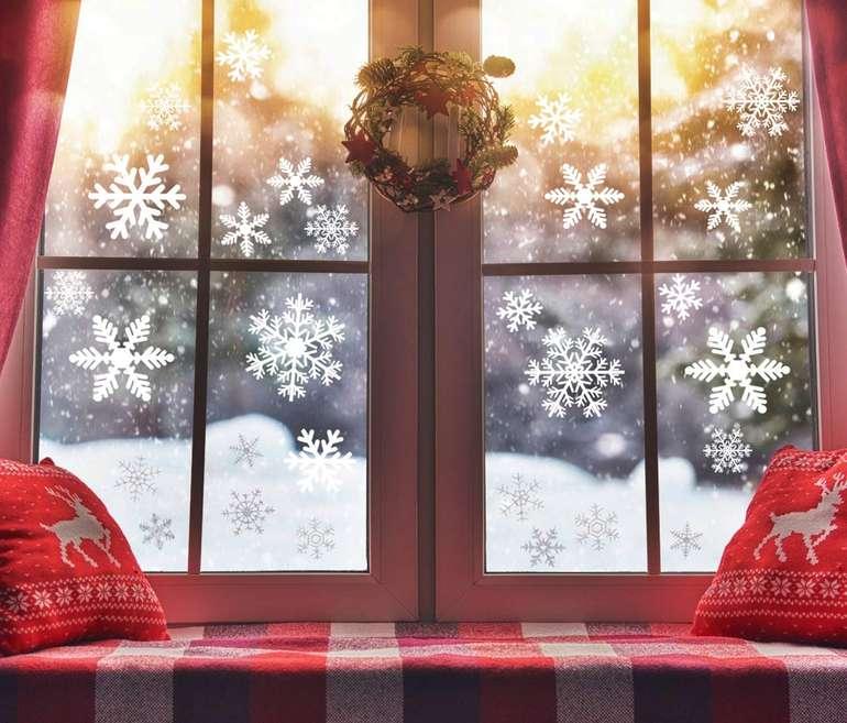 Zoylink - 210 Schneeflocken Fenster Aufkleber für 3,99€ inkl. Prime Versand (statt 9€)