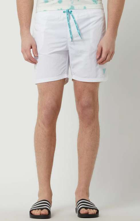 Guess Badehose mit Eingrifftaschen in Weiß für 14,99€ inkl. Versand (statt 50€)