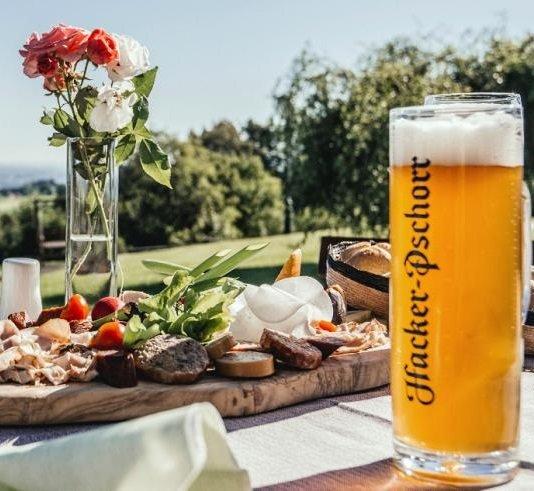 Ammergauer Alpen: 2 ÜN/F im 4* Hotel + Dinner + Wellness ab 129€ p.P.