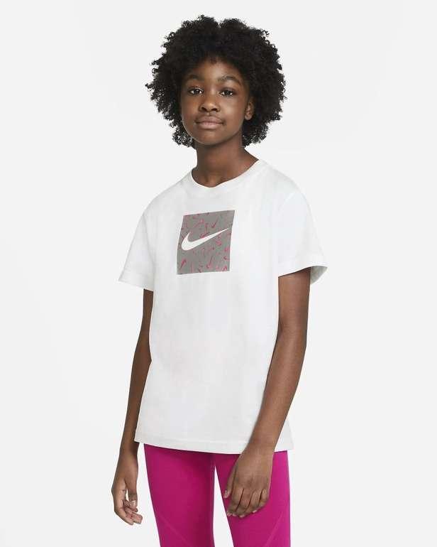 Nike Sportswear Mädchen T-Shirt für 12,23€ inkl. Versand (statt 21€) - Nike Membership!