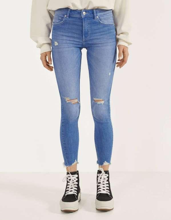Bershka Skinny-Jeans mit tiefem Bund für 15,59€ zzgl. Versand (statt 26€)