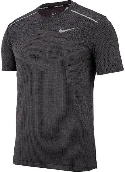 Nike Sport-Shirt 'Techknit' in schwarz und grau für 19,31€ inkl. Versand (statt 35€)