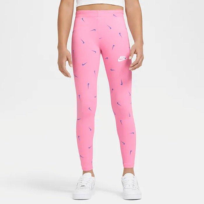 Nike Play All Day Sale mit bis zu 50% Rabatt auf Kinder Kleidung - z.B. Sportswear Leggings für 12,97€ (statt 25€)