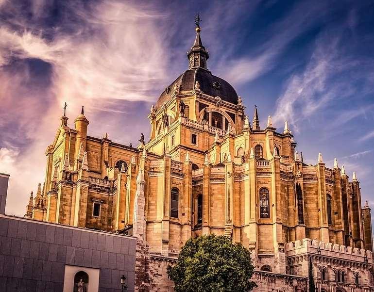 Madrid: Doppelzimmer im 4* Hotel NH Las Tablas für 22€ pro Nacht (Jan-Juni 21) oder mit Flug 208€ p.P.