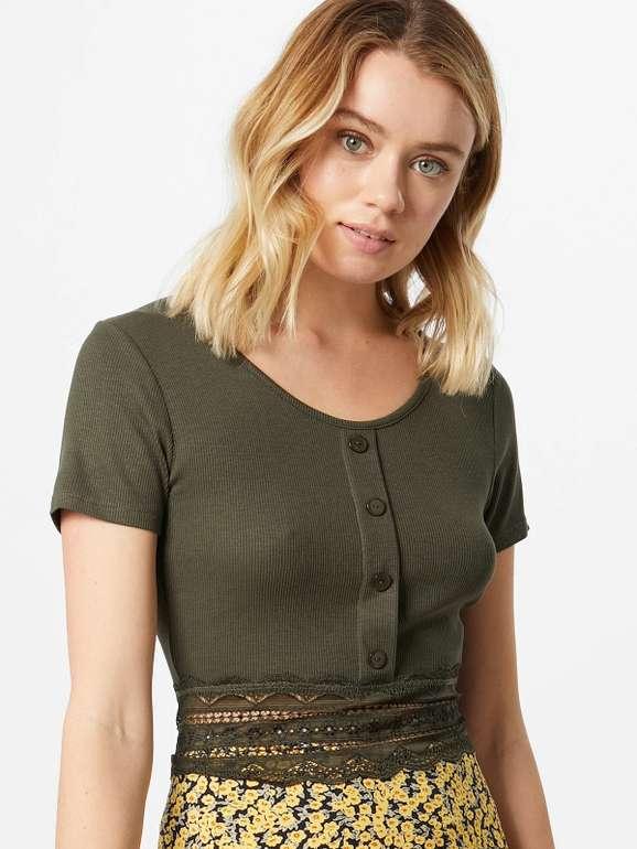 """About You: 15% Rabatt auf fast alle T-Shirts! (MBW: 75€) z.B. Damen-Shirt """"Carin"""" für 18,62€ (statt 25€)"""