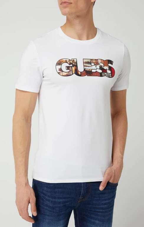 Guess Slim Fit T-Shirt mit Logo in Weiß oder Schwarz für 12,74€ inkl. Versand (statt 20€)
