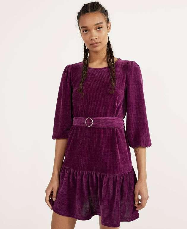 Bershka Kleid mit Volants & Ballonärmeln in 2 Farben für je 11,74€ inkl. Versand (statt 24€)