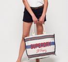 Superdry Sale mit bis zu 50% Rabatt + Versandkostenfrei - z.B. Amaya Tragetasche für 25€
