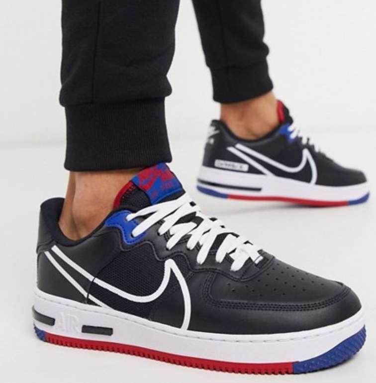 "Nike Air Force 1 React Sneaker im ""Black/Blue/Red""-Colourway für 87,30€ inkl. Versand (statt 103€)"