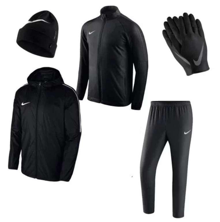 4-tlg. Nike Winterset (Trainingsanzug, Mütze und Handschuhe) für 49,95€ inkl. Versand