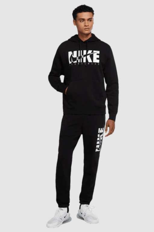 Nike Trainingsanzug Sportswear Graphix Fleece (2 Farben) zu je 59,95€ inkl. Versand (statt 75€)