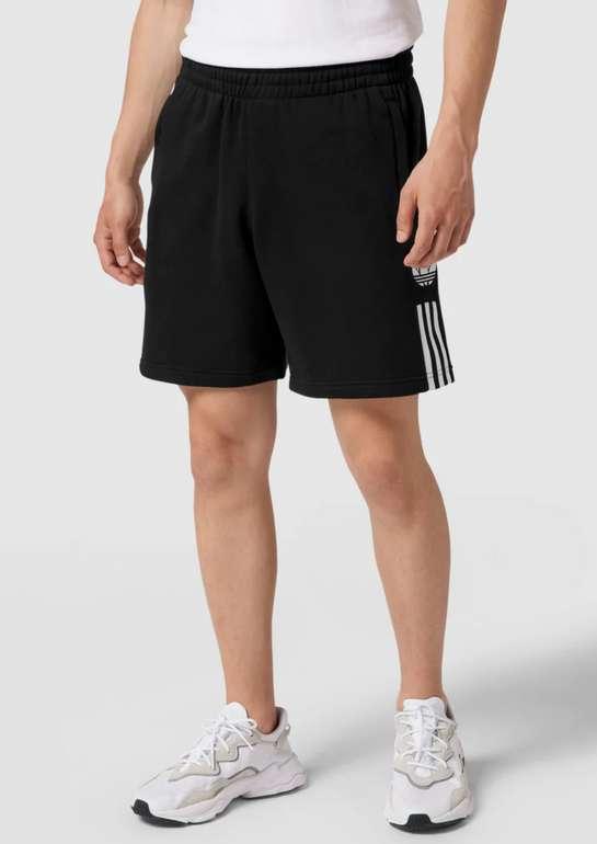 adidas Originals Bermudas mit Label-Streifen in Schwarz für 12,99€inkl. Versand (statt 30€)