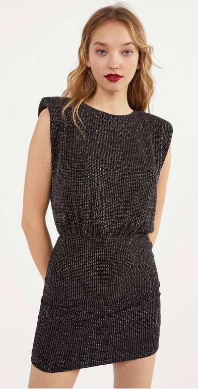 Bershka Kleid mit Laméfäden und Schulterpolstern in schwarz für 17,99€ inklusive Versand (statt 30€)