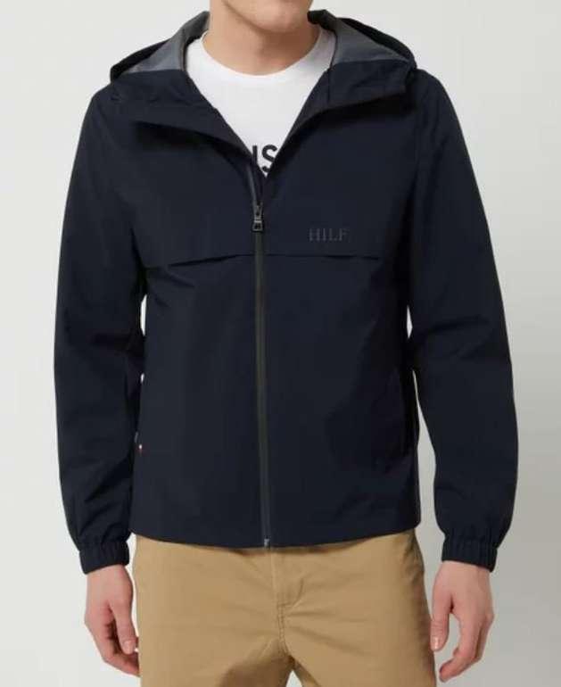 Tommy Hilfiger Jacke mit Kapuze in drei Farben für je 118,99€ inkl. Versand (statt 140€)