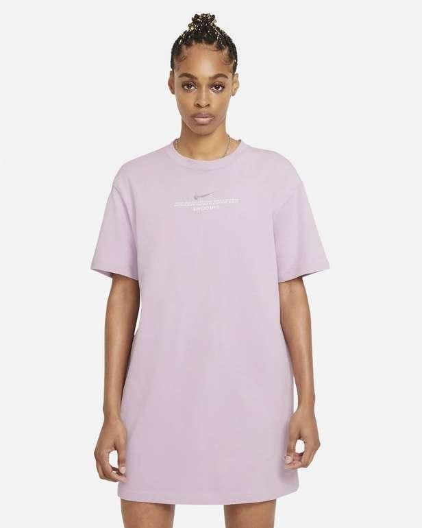 Nike Sportswear Swoosh Damenkleid für 26,23€ inkl. Versand (statt 47€) - Nike Membership!