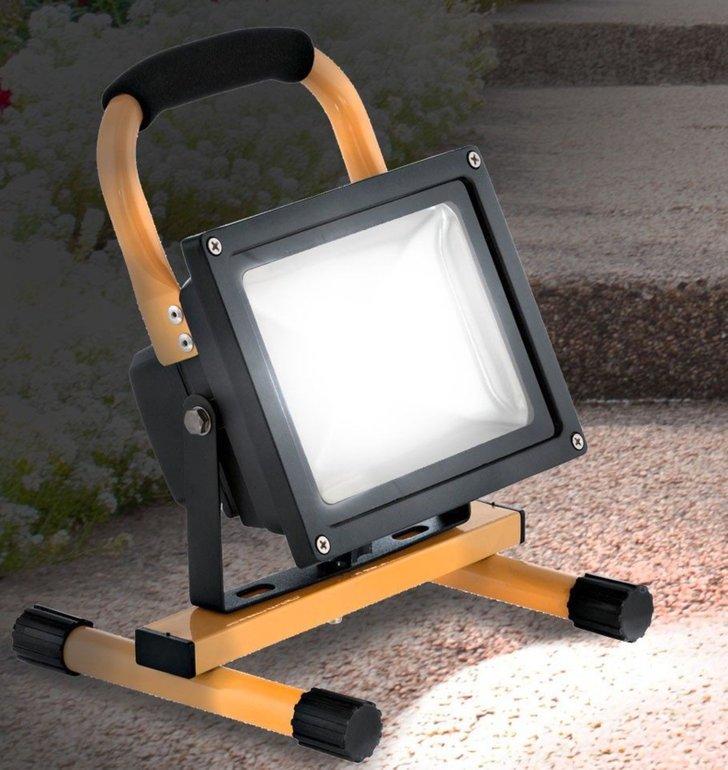 Ninetec tragbares 10W LED-Flutlicht für 17,99€ inkl. Versand (statt 26€)