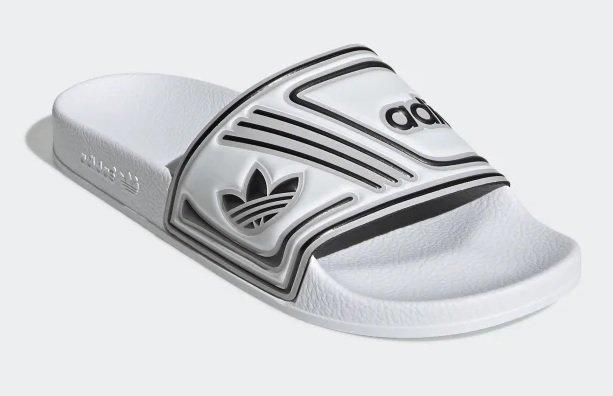 Adidas Adilette in chalk white für 27,98€ inkl. Versand (statt 50€)