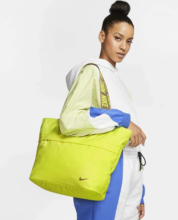 Nike Sportswear Essentials Tragetasche in 2 Farben für je 24,50€ inkl. Versand (statt 35€) - Nike Membership