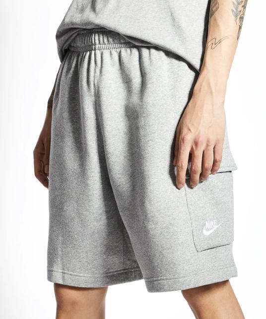Nike Sportswear Club Cargo Shorts in zwei Farben für je 29,99€ inkl. Versand (statt 36€)