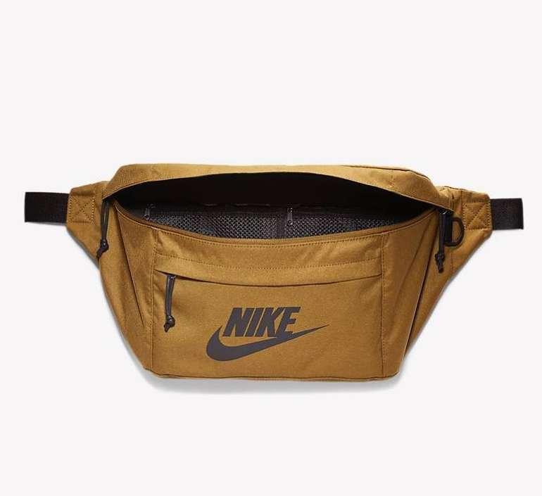 Nike Tech Hüfttasche für 19,58€ inkl. Versand (statt 26€)