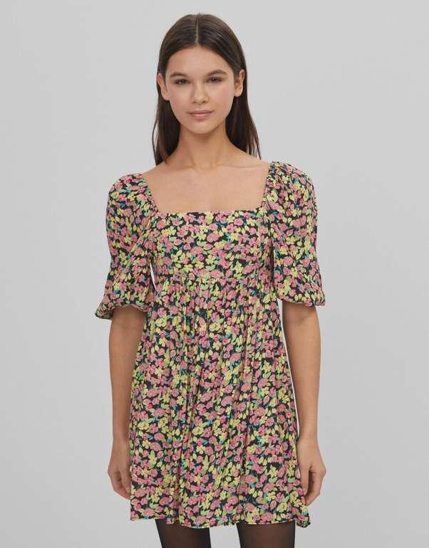 Bershka Geblümtes Babydoll-Kleid für 9,94€ inkl. Versand (statt 30€)